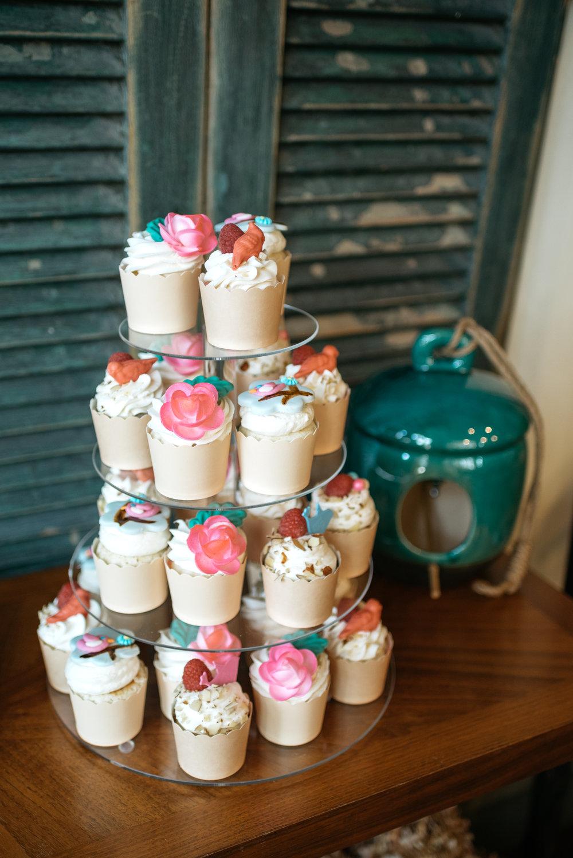 macaroons gaby et jules pittsburgh pa cupcakes classy cupcake sisters