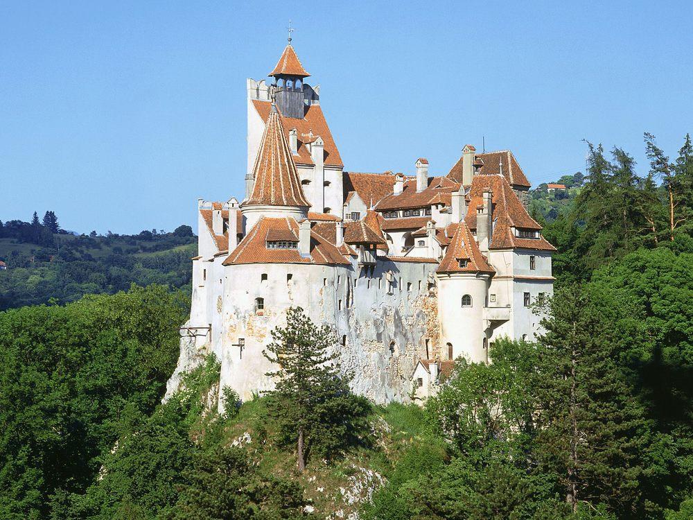 Bran_(Dracula's)_Castle,_Romania.jpg