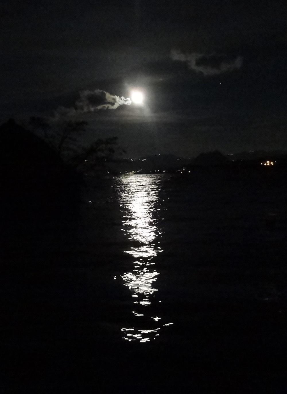 full_moon.jpg