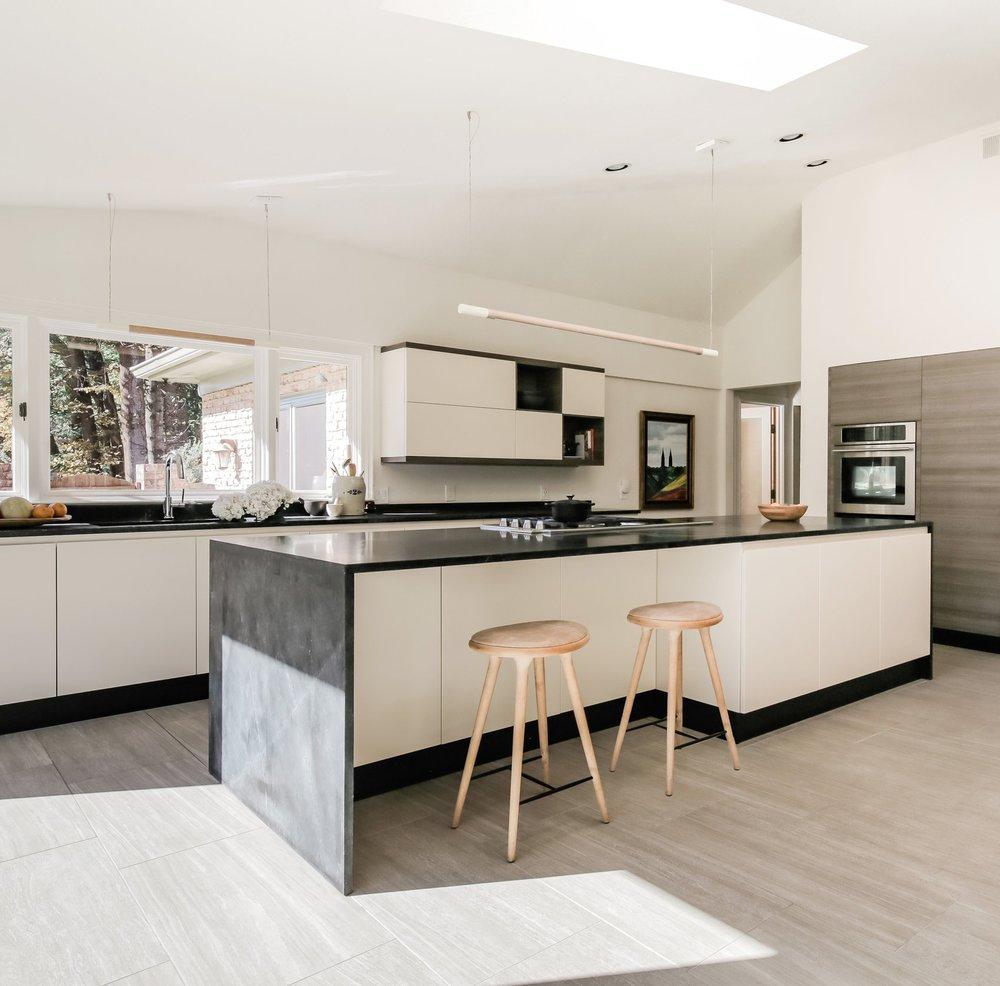 Hendricks+Interiors+-+Potomoc+Kitchen-Amanda+Archibald+%40fotosynthesis+2.jpg