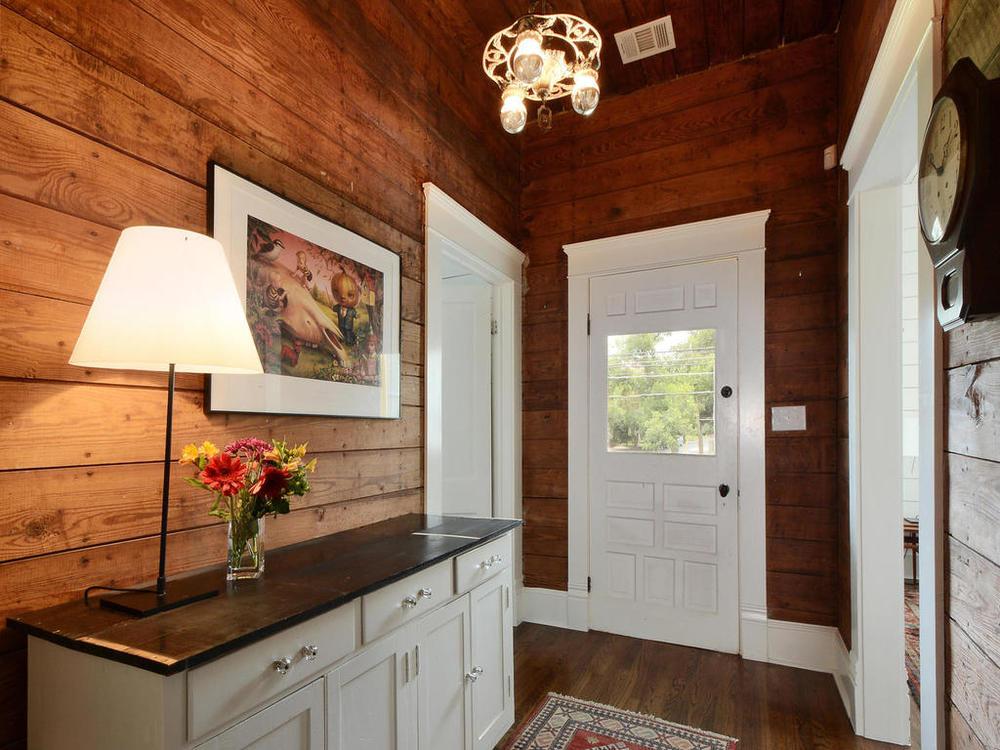 1009 Blanco-MLS_Size-003-Foyer 01-1024x768-72dpi.jpg