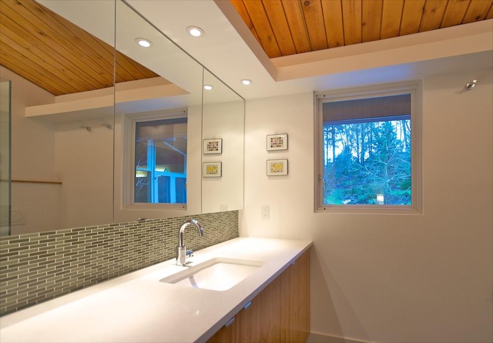In Situ Architecture Mid Century Modern Bath