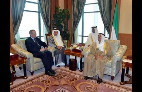 Gen. John Allen, special U.S. envoy for the coalition to combat the Islamic State in Iraq and Syria, meets with Kuwait's emir, Sabah Al Ahmad Al Sabah, right, in Kuwait City on Monday, Oct. 27, 2014. (AP Photo/KUNA)