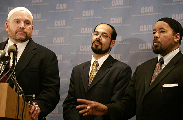 Egypt warns of Brotherhood groups like CAIR. Nihad Awad (C), Executive Director of the Council on American-Islamic Relations (CAIR) and Ibrahim Hooper (L), National Committee Director of CAIR during a press conference in Washington. Photo © Reuters
