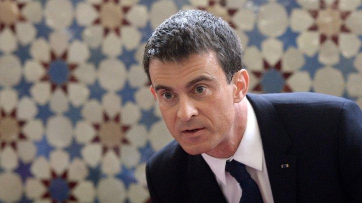 © Patrick Herzhog / AFP | Earlier, Valls met members of the Islamic community at the Grande Mosquée in Strasbourg.