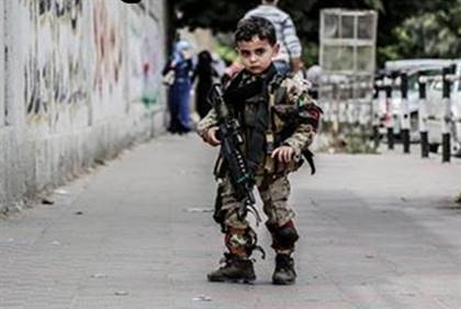 Hamas child soldier (Palestinian Media Watch)