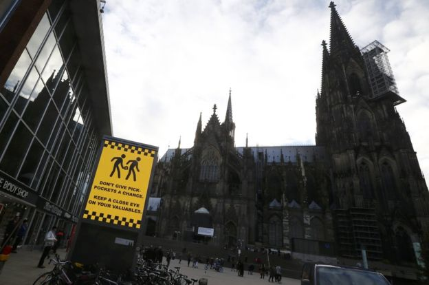 A sign outside Cologne's central station warns about pickpockets.
