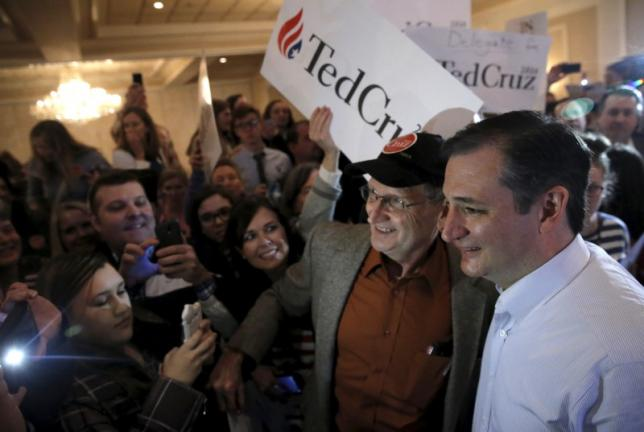 U.S. Republican presidential candidate Ted Cruz, right