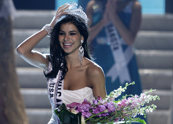 Miss Michigan Rima Fakih is crowned Miss USA during the 2010 Miss USA pageant at the Planet Hollywood Resort and Casino in Las Vegas, Nevada May 16, 2010.
