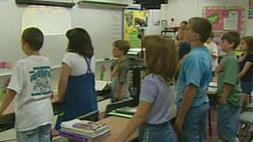 Students recite Pledge of Allegiance in Arabic at U.S. school.