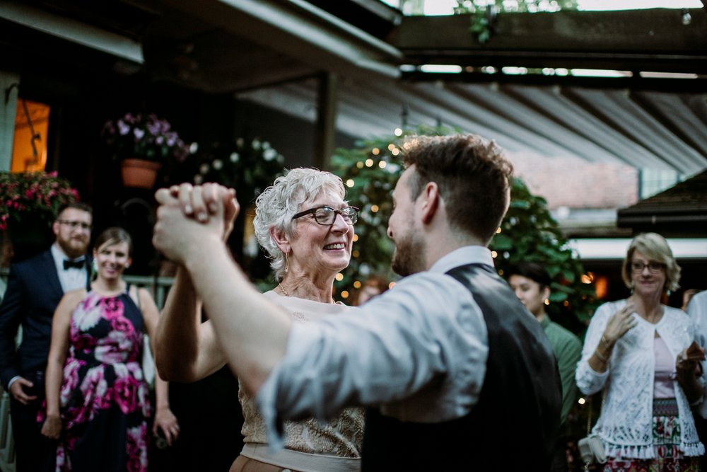 0678-MarkJess_Chinese-Pittsburgh-wedding-Morning-Glory-Inn.jpg