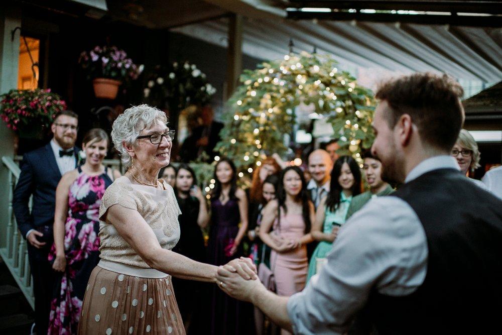 0677-MarkJess_Chinese-Pittsburgh-wedding-Morning-Glory-Inn.jpg