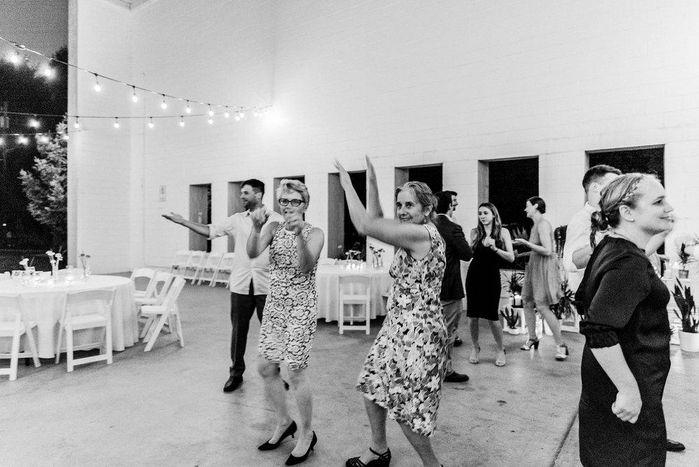 Adriana+Sam-0567_Pittsburgh-Aspinwall-Riverfront-Park-wedding.jpg