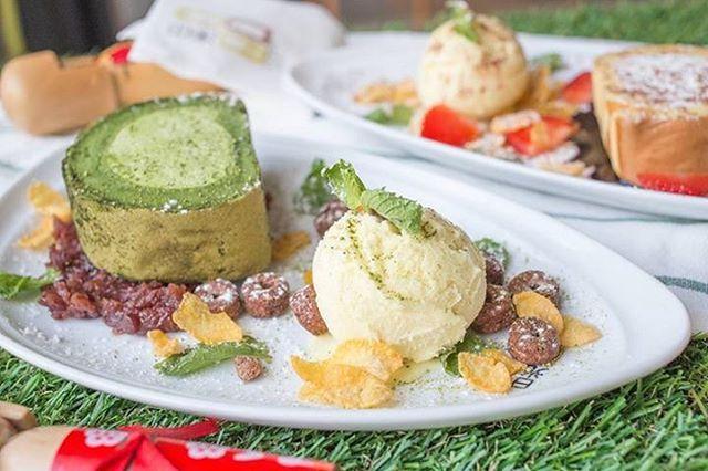 ขนมจานนี้ ได้ทั้งความนุ่มละมุน เย็นสดชื่น และความกรุบกรอบ ครบทุก texture เลยค่ะ Love เลย!! #nikkocafe #greentea #cakeroll #icecream #dessert #snackporn #foodstagram #foodgram