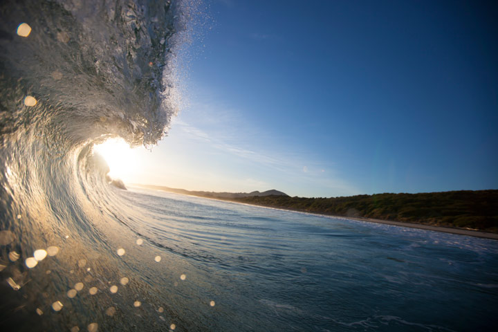 November 8, 2012, 6:59pm: A chunky lip throwing at Blackhead Beach