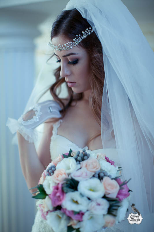 Wearing Vintage Bridal Gloves   can be a great choice for modern brides on their special day.