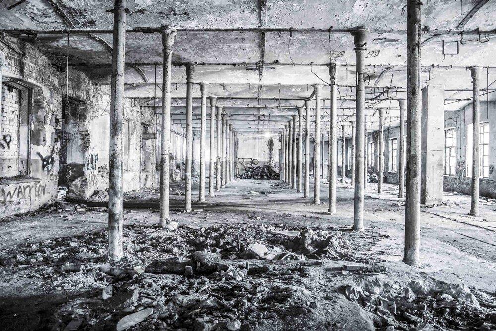 Industrial_Saint-Petersburg_Marie_de_LA_Ville_Bauge32petite.jpg