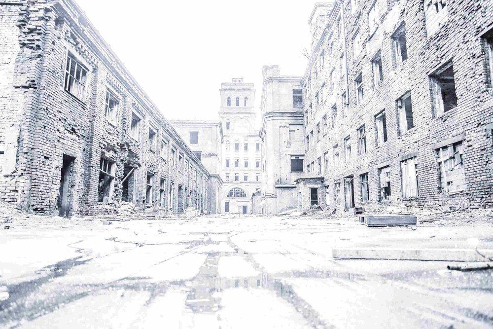 Industrial_Saint-Petersburg_Marie_de_LA_Ville_Bauge8petite.jpg