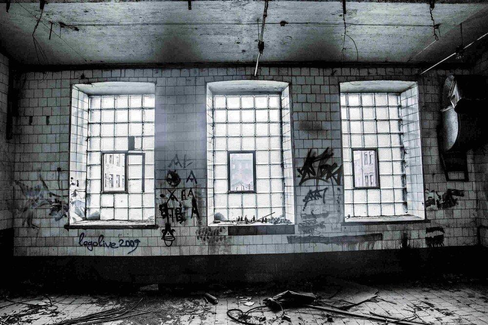 Industrial_Saint-Petersburg_Marie_de_LA_Ville_Bauge10petite.jpg