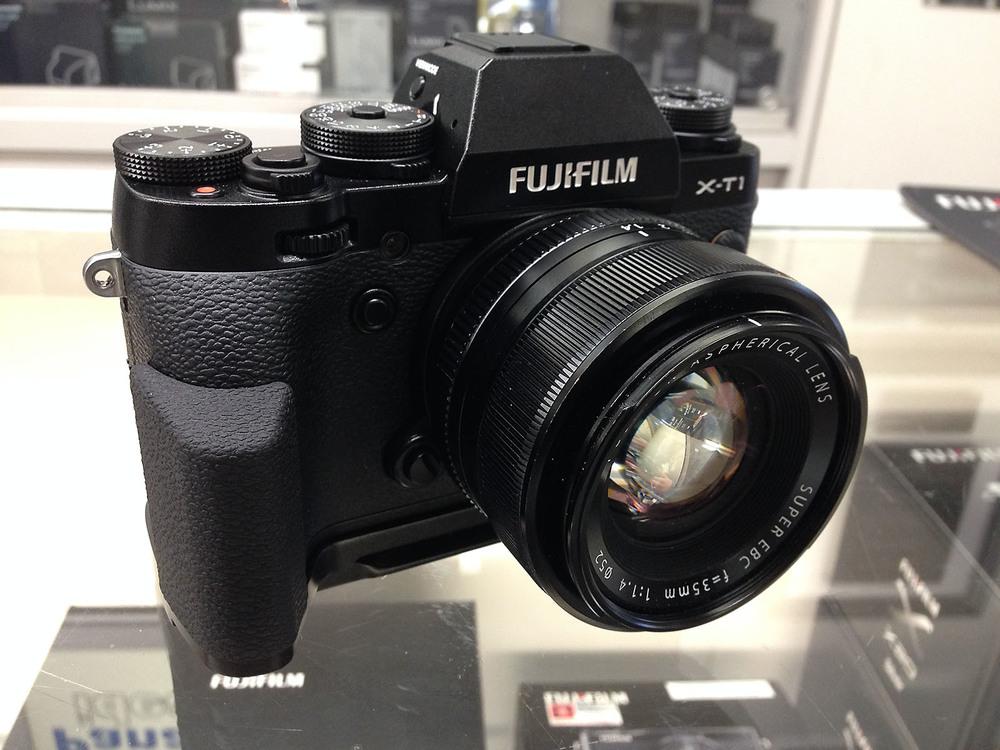 Fuji Fujifilm X-T1 MHG-XT1 Hand Grip.jpg