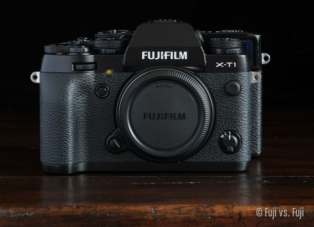 The Fujifilm X-T1 in front of the X-Pro1 – Click to enlarge