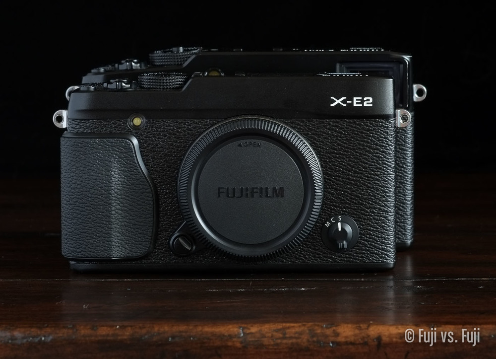 TheFujifilm X-E2 in front of the X-Pro1– Click to enlarge