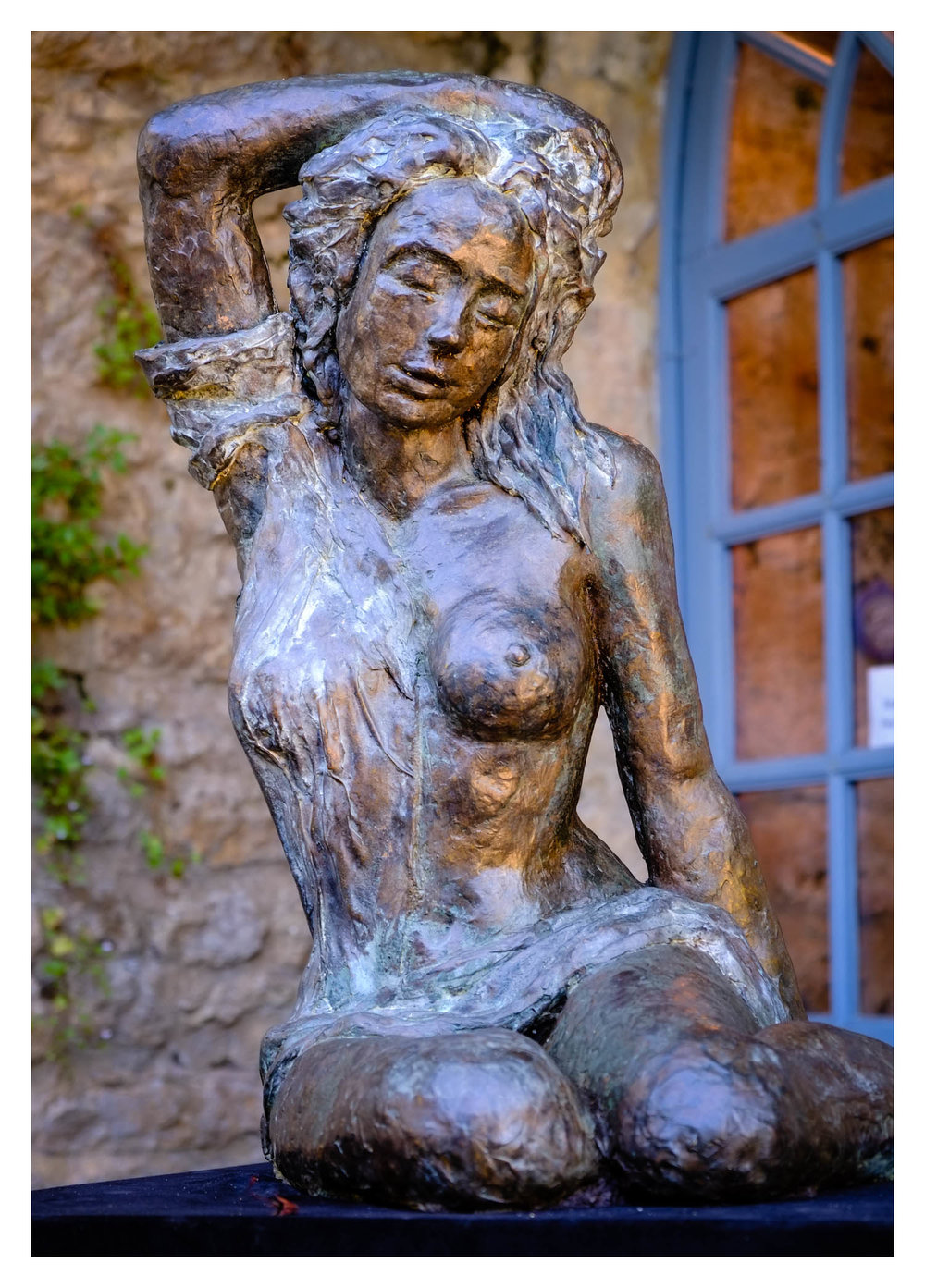 Interesting statue to be out in the open, and a good sample of background separation with the Kit Lens