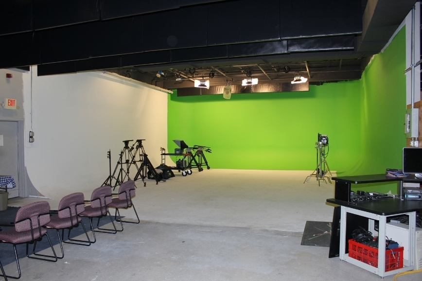 Shooting Studio - 3 side cyc wall
