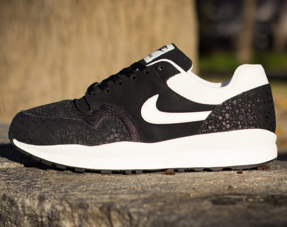 Nike Air Safari- Black