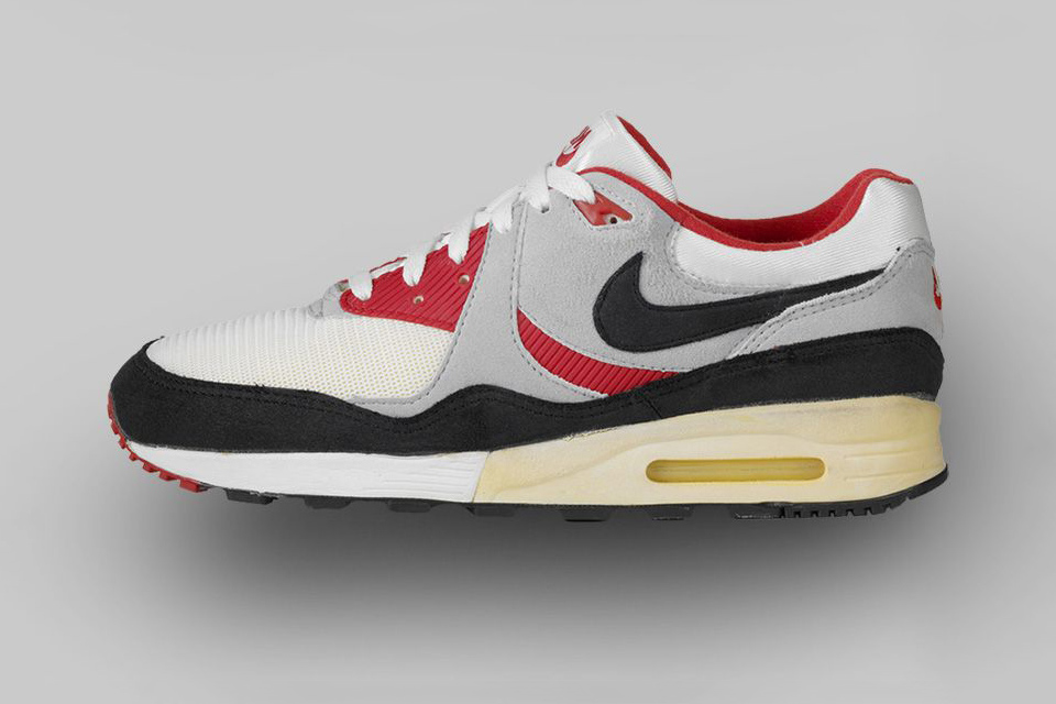AIR MAX LIGHT (1989) Lighter than its predecessor, the AM Light expanded upon signature Air Max design language while maintaining the original's pace.