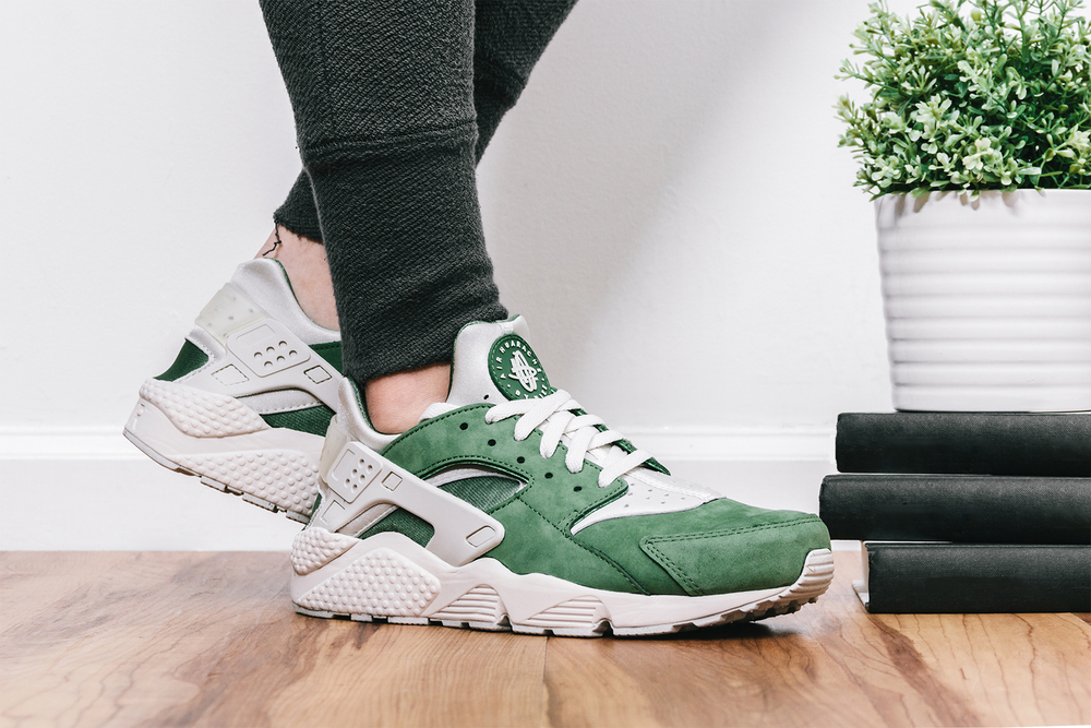 "7e476e9e999e69 Wrapping the silhouette is its premium suede which helps to complete the  sneakers premium look. Stay tuned for the ""treeline"" Air Huarache to be  released in ..."
