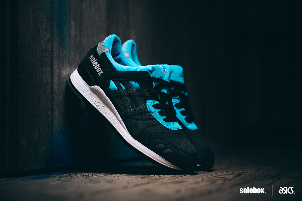 "Solebox ""Blue Carpenter Bee"""