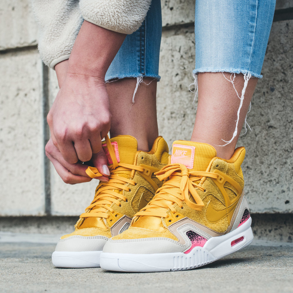 detailing 97201 49f18 ... this Nike Air Tech Challenge II isn t shy of standing out. The classic  90 s silhouette keeps it s cozy fit in this new color way, just for the  ladies.