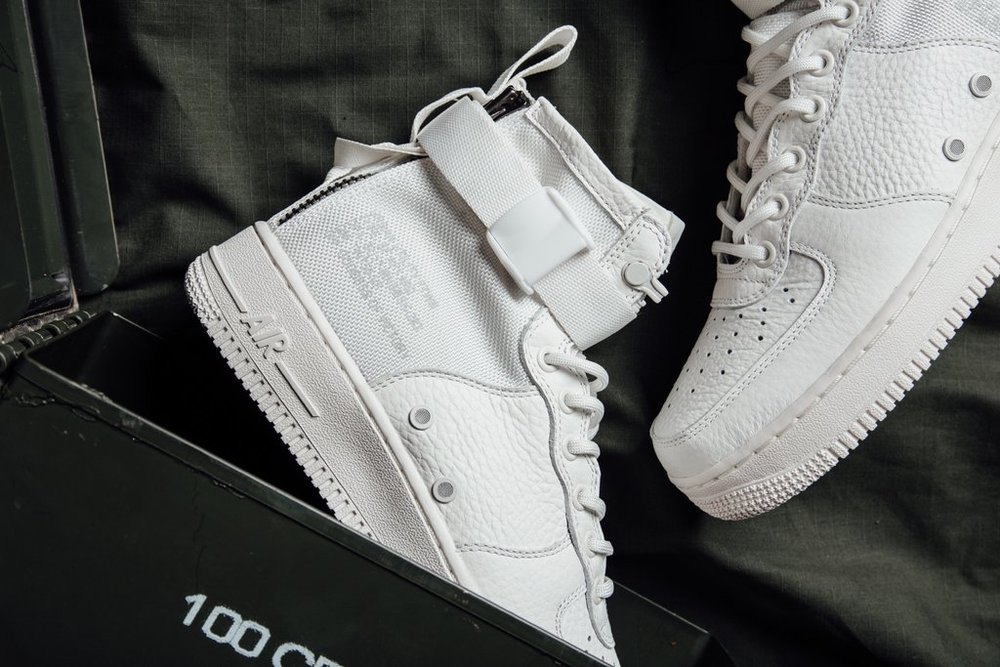 competitive price 4fe5e 4bb88 Nike SF-Air Force 1 Mid