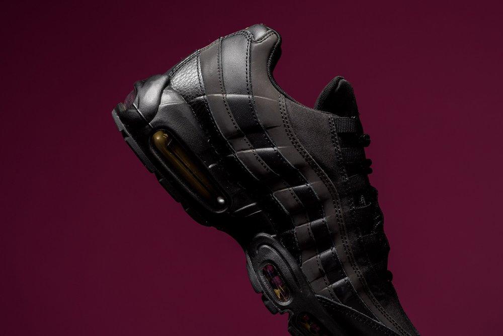 size 40 78746 f7a18 Nike Air Max 95 Premium SE Black Metallic Gold 924478 003 Sneaker POlitics -6.jpg