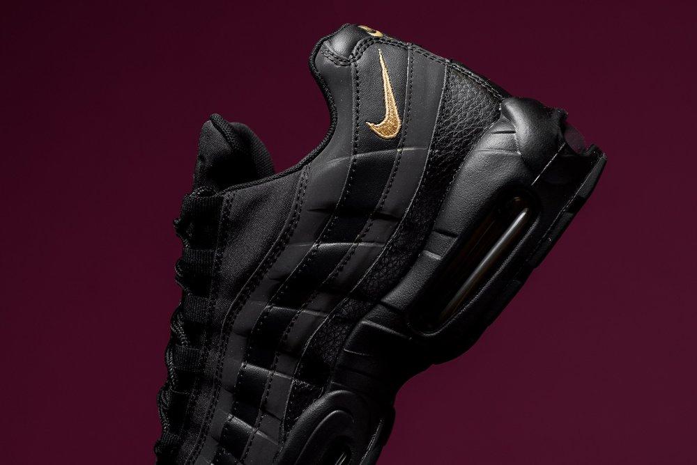 d5031602748f Nike Air Max 95 Premium SE Black Metallic Gold 924478 003 Sneaker POlitics -7.jpg