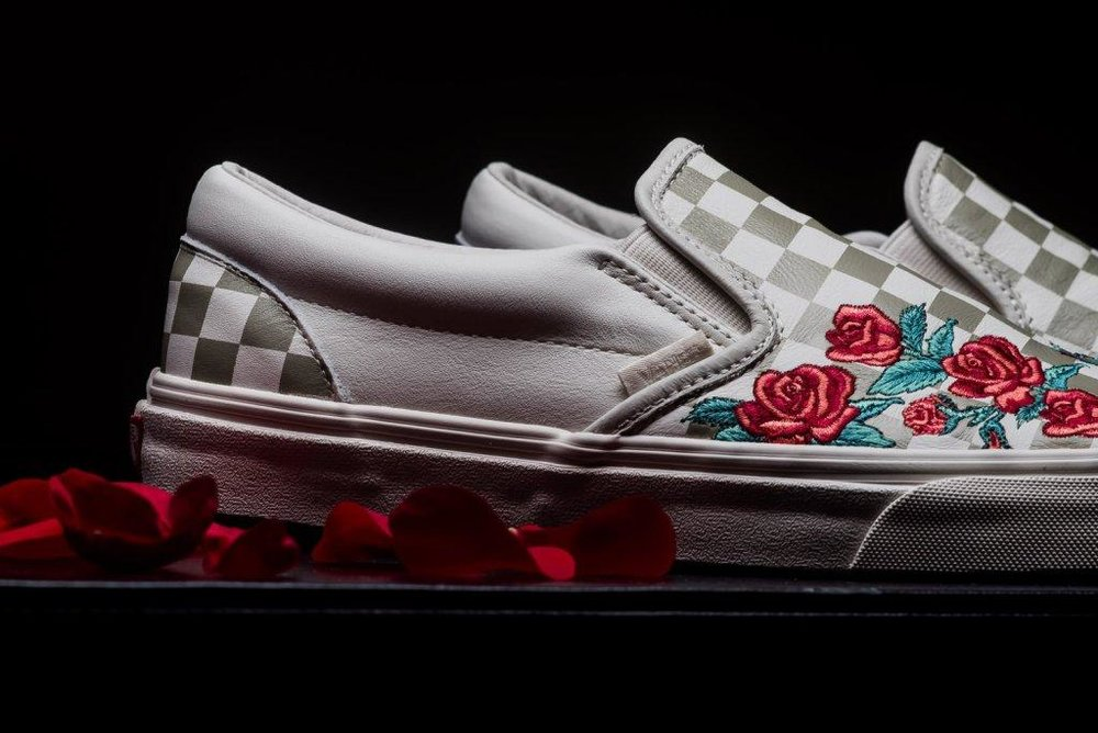 Vans_Classic_Slip-on_Rose_Embroidery_marshmellow_sneaker_politics_3-2.jpg