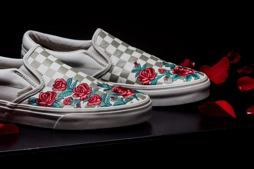 Vans_Classic_Slip-on_Rose_Embroidery_marshmellow_sneaker_politics_4-2.jpg