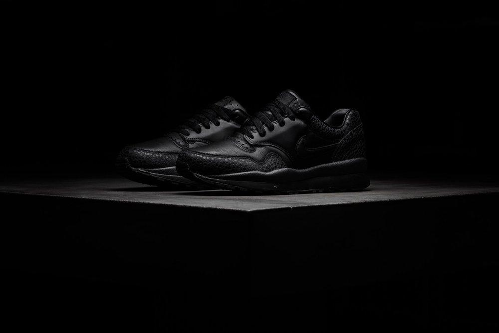 Nike_Air_Max_Safari_QS_Black_Black_Monarch_AO3295-001_sneaker_politics_2-2.jpg