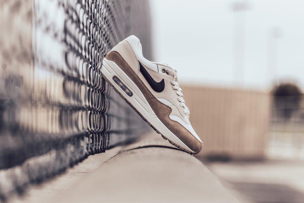 9ddd48f667af Nike Air Max 1