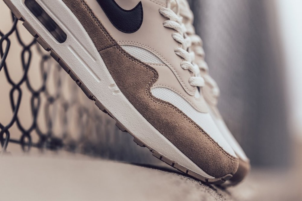 Nike_Air_Max_1_-_Sand-Black-Desert_Sand-Sail-AH8145-200_-Feature_LV-2061_2_1024x1024.jpg