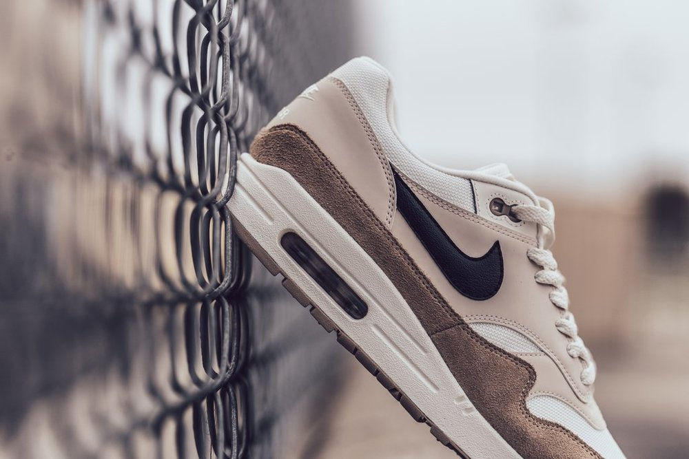 Nike_Air_Max_1_-_Sand-Black-Desert_Sand-Sail-AH8145-200_-Feature_LV-2057_2_1024x1024.jpg