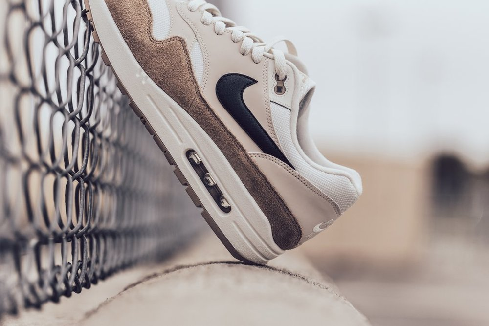 Nike_Air_Max_1_-_Sand-Black-Desert_Sand-Sail-AH8145-200_-Feature_LV-2073_2_1024x1024.jpg