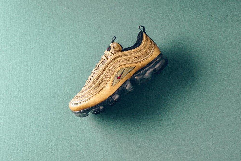 Nike_Air_MAx_97_Vapormax_gold_university_Red_sneaker_politics_1.jpg