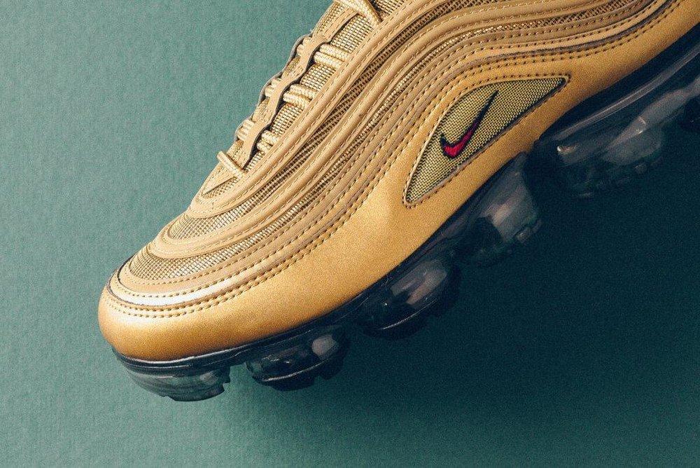 Nike_Air_MAx_97_Vapormax_gold_university_Red_sneaker_politics_5.jpg