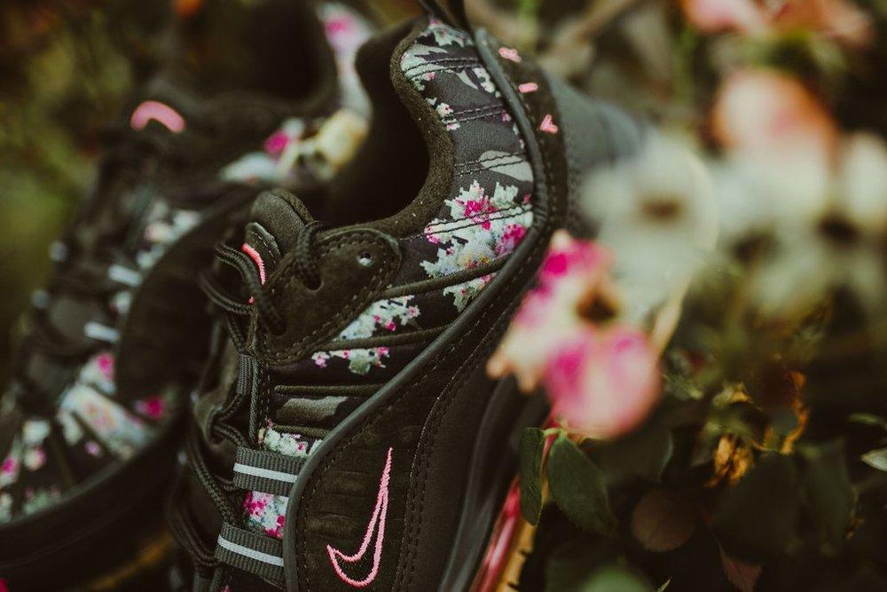 Nike-wmnsAirMax98-sequoiaMetallicBlk_7_1024x1024.jpg
