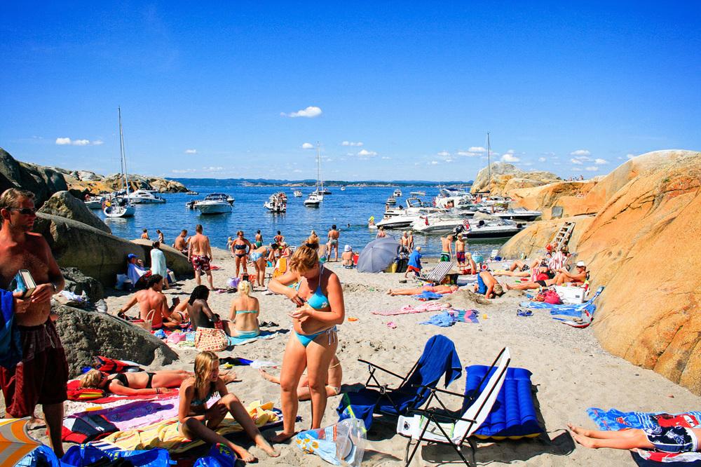 Blant alle steinkoller og svaberg på Svenner finner du til og med en meget fin sandstrand. Utsikt til fastlandet og Larvikkysten får du også med deg herfra.