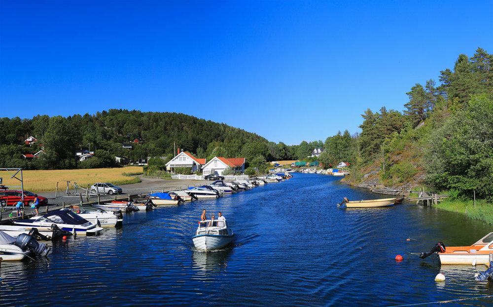Son var utskipingshavn for tømmer som ble fløtet på den nedre delen av elven Såna, som på strekningen fra Hølen heter Hølenselva.