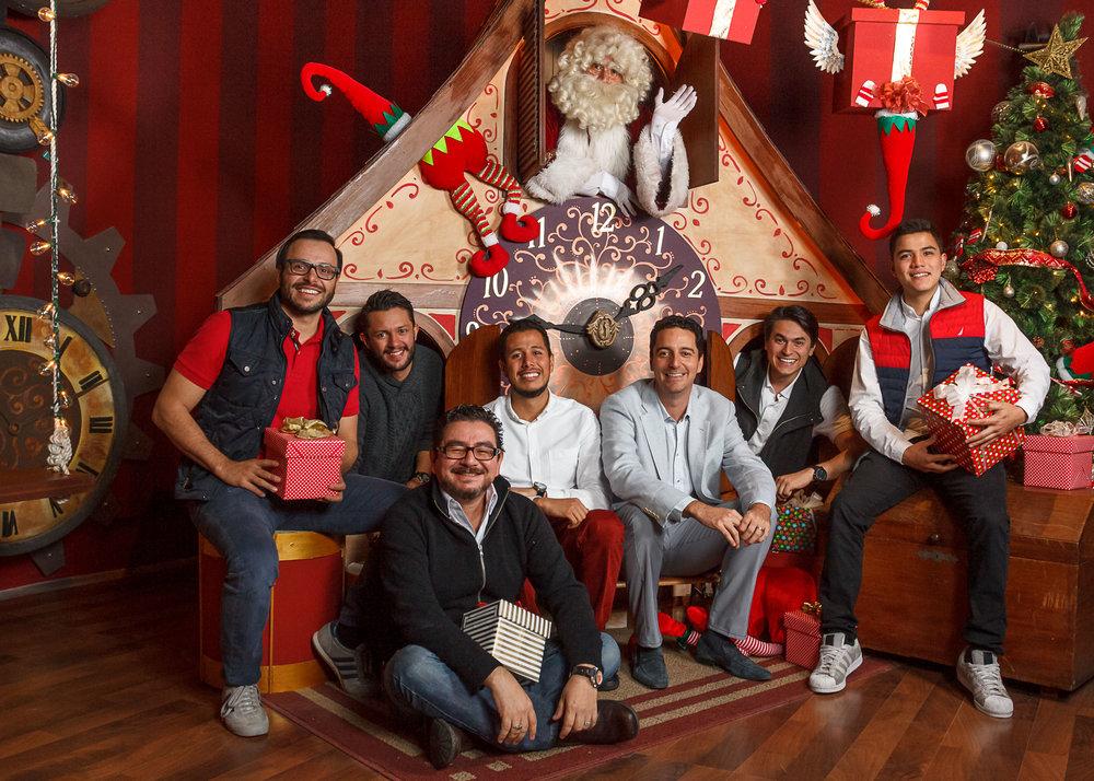 Director General de Studio Domus Mauricio Barillas con nuestro equipo de diseño.