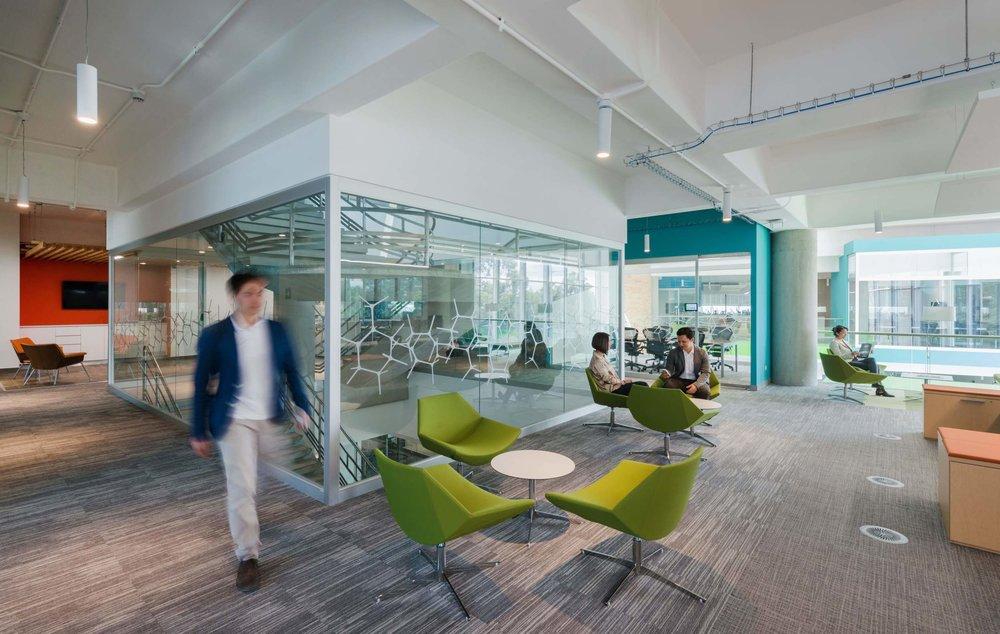 Interior de Oficinas Centrales Bayer diseñado por Studio Domus.